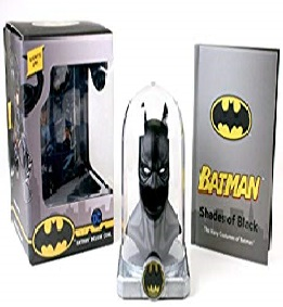 Batman: Deluxe Cowl: Lights up
